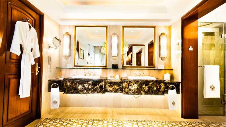 Luxury Suite - Bathroom